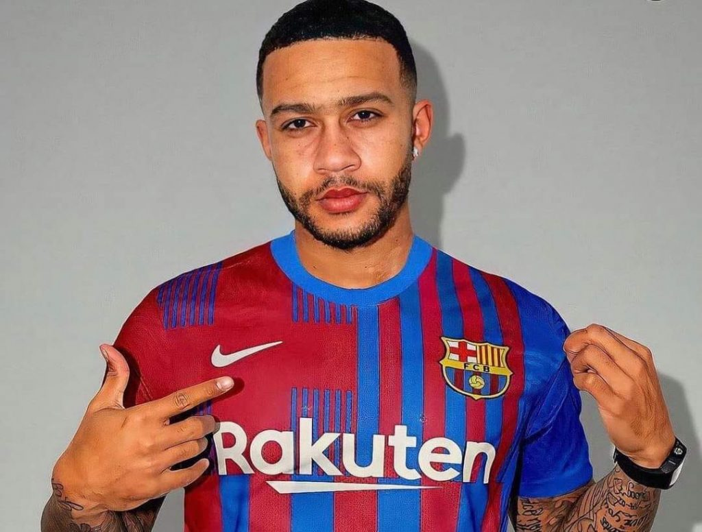 Memphis Depay has arrived in Barcelona